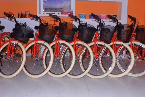 Aniversario – El arte de alquilar bicicletas o dos años naranjas –